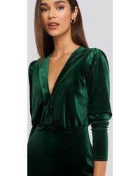 Trendyol Deep Neckline Velvet Dress - Grün