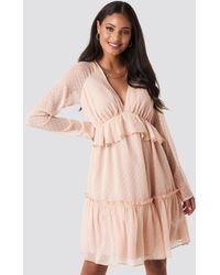 NA-KD Swiss Dot V-neck Flounce Dress - Roze