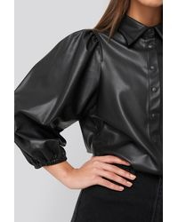 NA-KD Faux Leather Puff Sleeve Shirt - Zwart