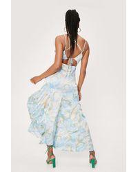 Nasty Gal Dressing Gown Longue Dos Nu À Détails Volantés Et Imprimé Abstrait - Bleu