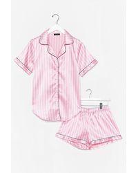 Nasty Gal Pyjama En Satin Chemise & Short À Rayures Une Tisane Et Au Lit - Rose