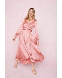 Nasty Gal Dressing Gown Portefeuille Volantée En Satin Arrête De M'Étaler Ta Science - Rose