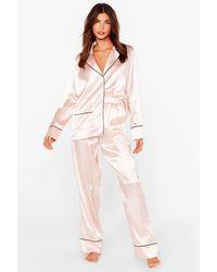 Nasty Gal Pyjama En Satin Chemise & Pantalon Je Dors Sur Mes Deux Oreilles - Rose