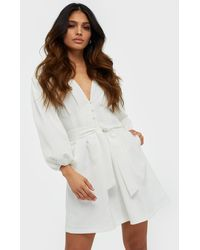 Missguided Plunge Self Button Belted Mini Dress - Wit