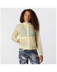 New Balance Femmes Impact Run Light Pack Jacket - Jaune