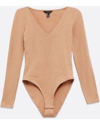 New Look Camel V Neck Long Sleeve Bodysuit - Natural