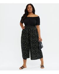 New Look - Curves Black Ditsy Floral Wide Leg Crop Trousers - Lyst