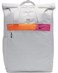 Nike Radiate Trainingsrucksack mit Grafik für - Mettallic
