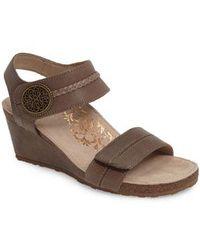 Aetrex - 'arielle' Leather Wedge Sandal - Lyst