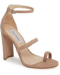 Steve Madden Women's Pamelina Toe Loop Sandal 3CROnFVS