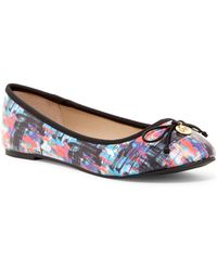 Nicole Miller - Blue Mountains Bow Flat - Lyst