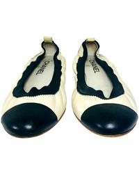 Chanel Slipper/Ballerinas aus Leder - Weiß