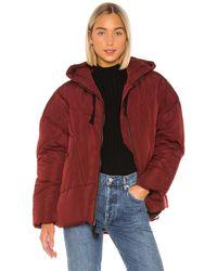 Free People Дутая Куртка Hailey В Цвете Красное Вино - Burgundy. Размер Xs (также В L). - Красный