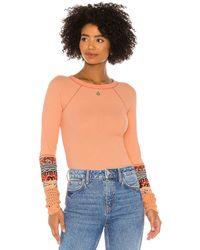 Free People En the mix cuff top en color durazno talla S en Desert Orange Combo - Peach. Talla S (también en XS). - Naranja