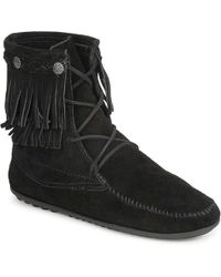 Minnetonka Double Fringe Tramper Boot Women's Mid Boots In Black