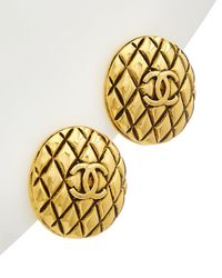 Chanel Gold-tone Quilted Cc Round Earrings - Metallic
