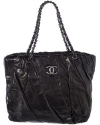 Chanel - Black Lambskin Leather Pleated Tote - Lyst