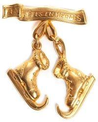 Hermès Gold-tone Les Fetes En Ice Skate Boots Dangle Brooch Pin - Metallic