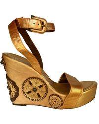 BCBGMAXAZRIA Gold Leather Platform Wedge Sandal - Metallic