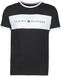 Tommy Hilfiger Camiseta confort con cuello redondo, panel en contraste en el pecho y logo en azul marino