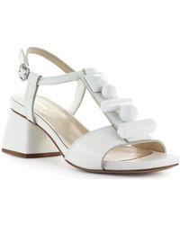 Blanc À Talon Moyen Femmes En Sandales Sandale E2WDbe9YIH