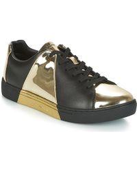 6597c09472f2 Tendance Emporio Armani - ALDA femmes Chaussures en Noir - Lyst