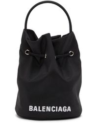 Balenciaga Sac seau en nylon recycle noir XS Everyday