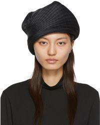 Issey Miyake Bonnet plisse noir Orbit
