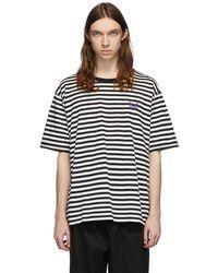 Needles ホワイト & ブラック ストライプ ロゴ T シャツ