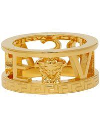 Versace - ゴールド カットアウト ロゴ リング - Lyst