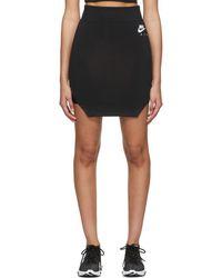 Nike ブラック ロゴ タイトフィット スカート