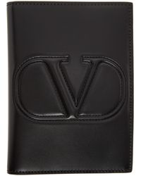Valentino Garavani Étui pour passeport noir Embossed VLogo