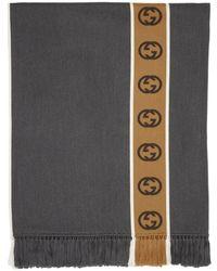 Gucci Poncho en laine à bande à motif GG - Gris
