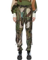 Sacai Pantalon vert à motif camouflage édition KAWS