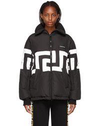 Versace ブラック & ホワイト Greca パファー ジャケット