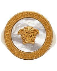 Versace - ゴールド パール メドゥーサ シグネット リング - Lyst