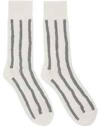 Issey Miyake Chaussettes rayees blanches et grises