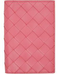 Bottega Veneta - ピンク イントレチャート バイフォールド パスポート ホルダー - Lyst