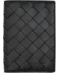 Bottega Veneta - ブラック イントレチャート パスポート ホルダー - Lyst