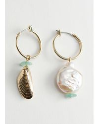 & Other Stories Pearl Shell Mismatch Pendant Earrings - Green
