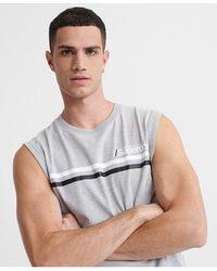 Superdry Camiseta deportiva a rayas con logo Core - Gris