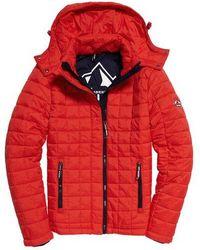 Superdry Chaqueta con capucha y diseño guateado cuadrado Fuji - Rojo