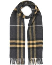 Burberry The Classic Cashmere Scarf In Check - Gray