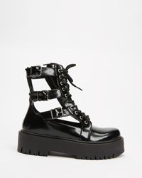 TOPSHOP Babe Cut Out Buckle Boot - Black