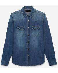 The Kooples Verwaschenes blaues Jeanshemd im Westernstil