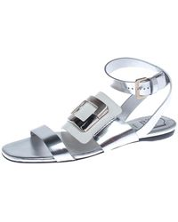 Roger Vivier - Metallic Silver/white Leather Chips Embellished Flat Sandals Size 35.5 - Lyst