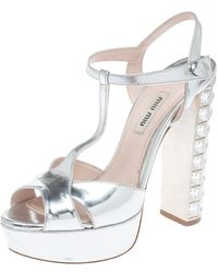 Miu Miu Silver Leather T-strap Crystal Embellished Heel Platform Sandals - Metallic