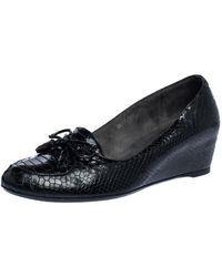 Stuart Weitzman Black Python Embossed Leather Wedge Bow Detail Loafer Pumps