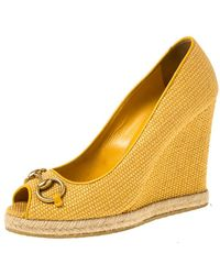 Gucci Mustard Raffia Charlotte Horsebit Peep Toe Wedge Court Shoes - Yellow