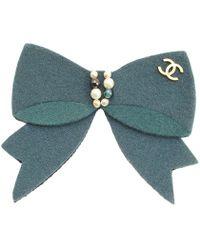 Chanel - Pearl Embellished Felt Cc Bow Brooch - Lyst